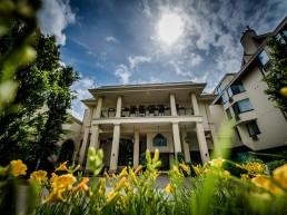 Hockley Valley Resort front entrance summer